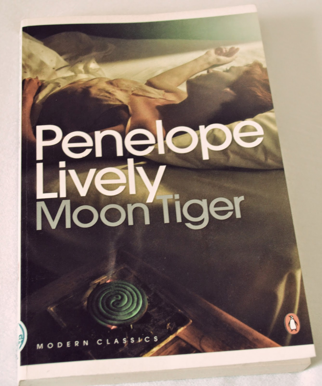Penguin modern classics, female author, Booker Prize winner, 1987, Penelope Lively, Moon Tiger, Egypt, war, world war II, war correspondent, lovers, glamorous, review, book, literature,