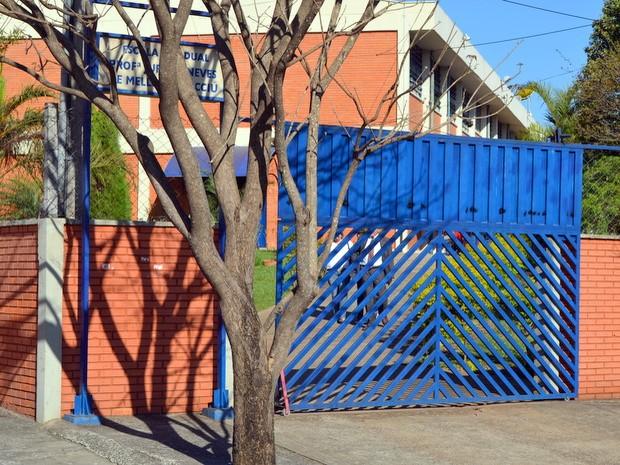 Advogado, menino de 11 anos e mãe deixam escola no bairro Noiva da Colina