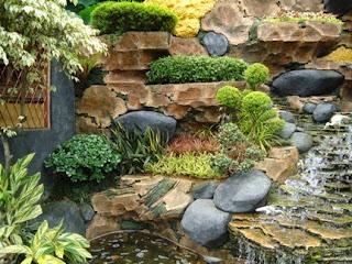 Kebanyakan orang beranggapan bahwa relief rumah hanya bisa dipasang pada bagian halaman atau eksteriornya saja