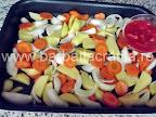 Peste la cuptor cu legume preparare reteta - adaugam pasta de rosii