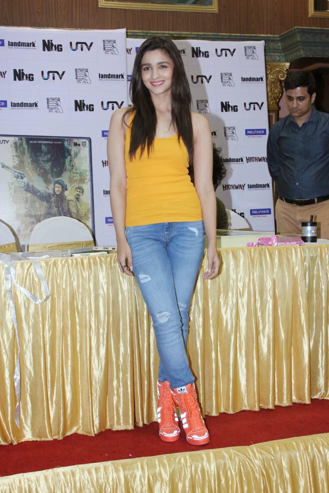 preteen@img8.imagetwist.com  Alia Bhatt Looks Sexy In Ripped Denim And Yellow Top Desifunblog