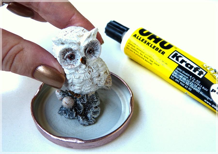 DIY Schneekugel aufkleben