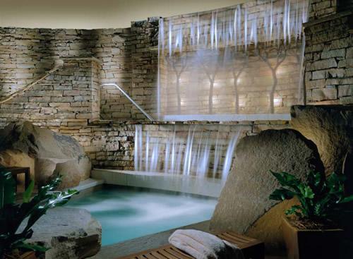 Boiserie c bagni luoghi di benessere come una spa - Quanto costa una jacuzzi da esterno ...