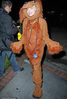 Amanda seyfried dog halloween costume