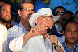 Hipólito acepta reto del gobierno, entregará el lunes carta de Leonel al FMI solicitando aumento de tarifa eléctrica