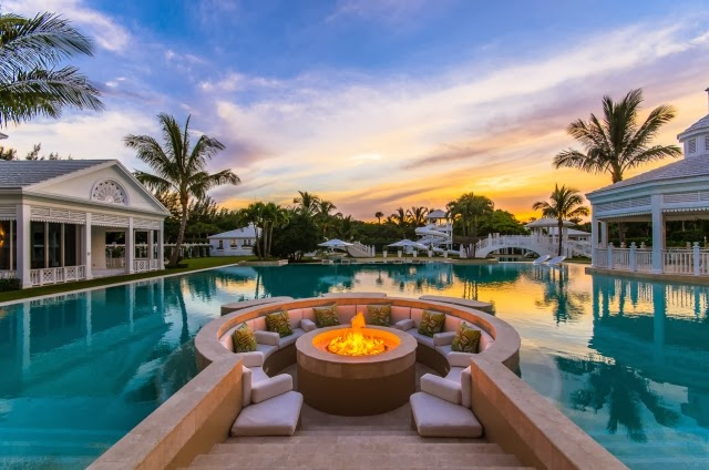 Backyard and pool at Celine Dion's Jupiter Island home