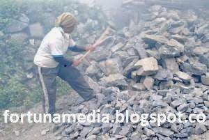 In-Pictures;Kehidupan Pekerja Tambang Bukit Kapur Tui