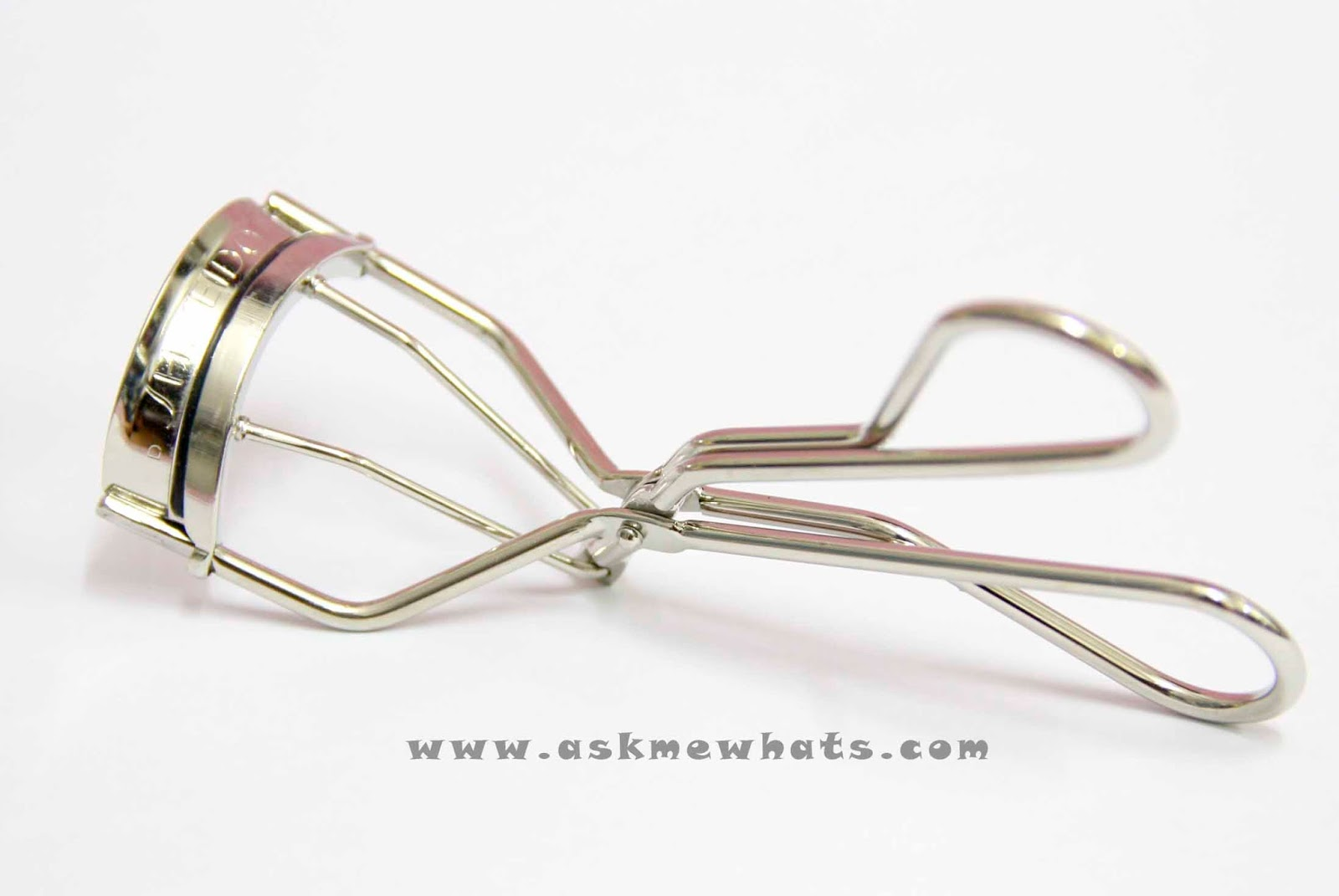 shu uemura eyelash curler vs shiseido. the rubber fits perfectly on metal curler with none of those space - thus, no lash pulling! if you purchase a shiseido eyelash curler, you\u0027ll get free shu uemura vs .