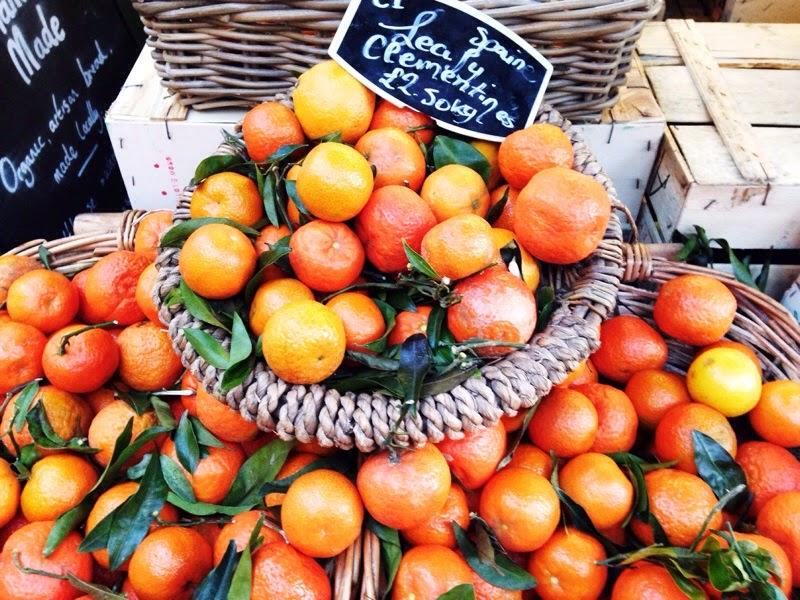 piles of fresh oranges