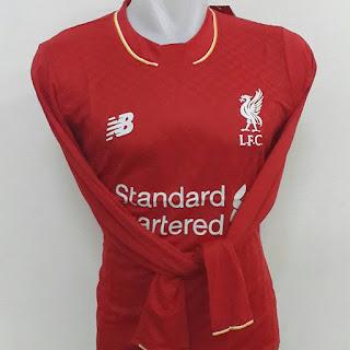 gamabr desain terbaru photo kamera Jersey lengan panjang Liverpool home terbaru musim 2015/2016 di enkosa sport toko online pakaian bola terpercaya