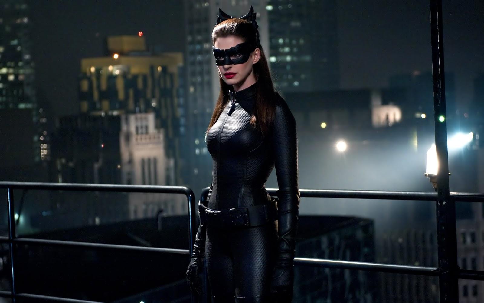http://2.bp.blogspot.com/-aUhtHbSE7Vk/UIHAbenJlJI/AAAAAAAAFXE/OoUxD69av1A/s1600/anne_hathaway_catwoman_dark_knight_rises-1920x1200.jpg