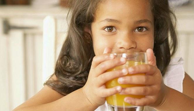Gigi Anak 'Berkarat'? Salahkan Jus Kemasan