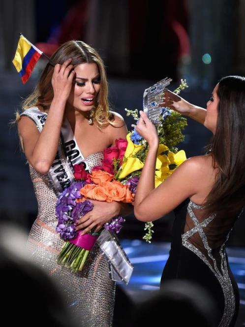 Ilustrasi Galeri Pencopotan Mahkota Miss Universe 02 - Kabarwan