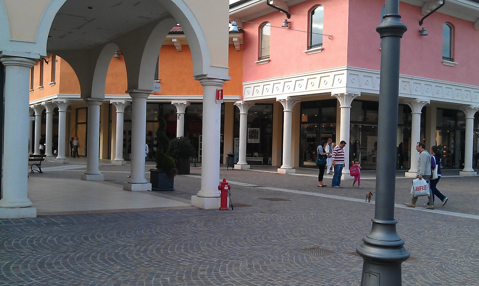 From valmontone fashion district Rome Shopping Fashion District Factory Outlet - Travelsignposts
