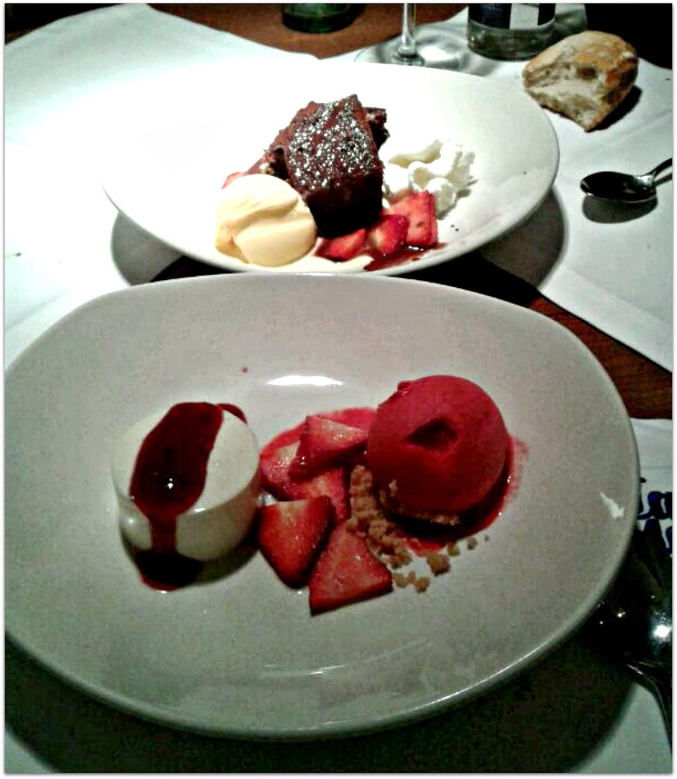 Postres - Restaurante La Mary - Brownie tibio y helado de vainilla, Cheesecake con coulies de frambuesa