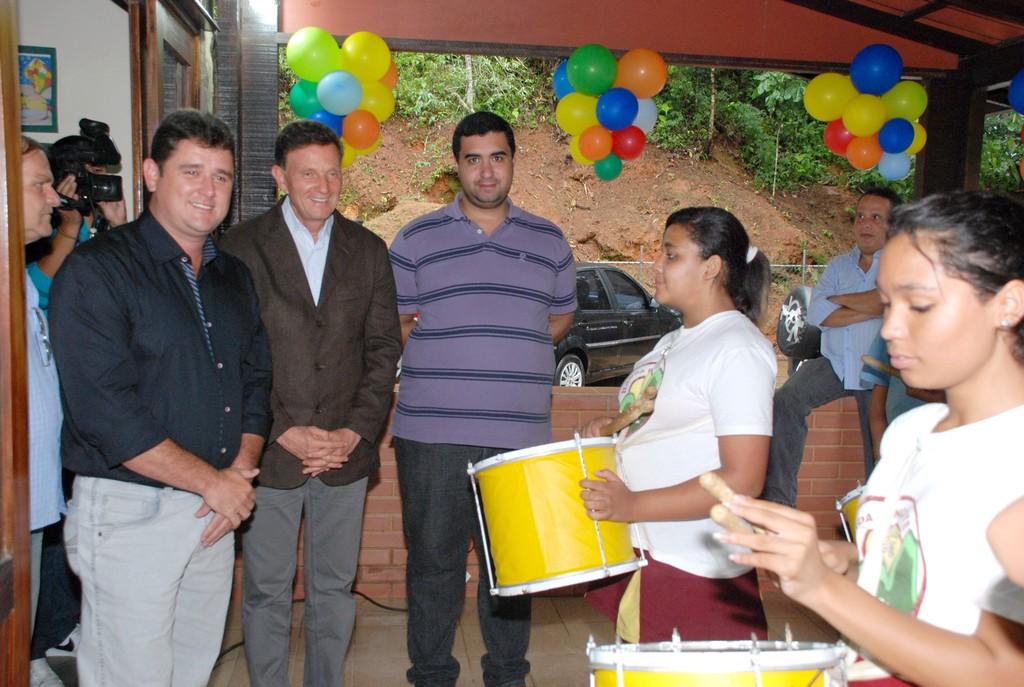 Prefeito Arlei, Ministro Marcelo Crivella e Secretário de Educação Leonardo Vasconcellos acompanham a apresentação da Banda Dançante do Cedal