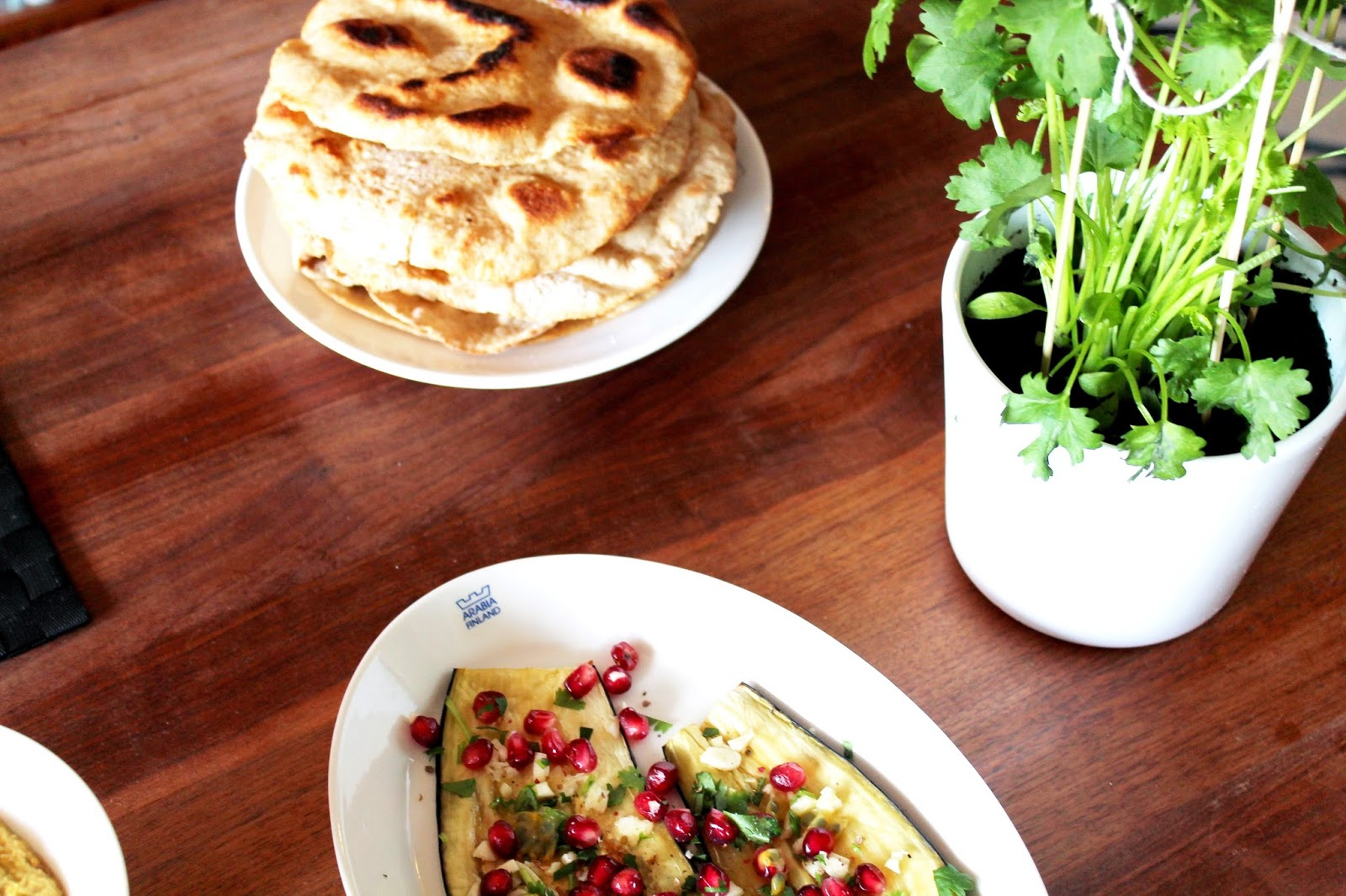 Eggplants, hummus and flat bread | Alinan kotona blog