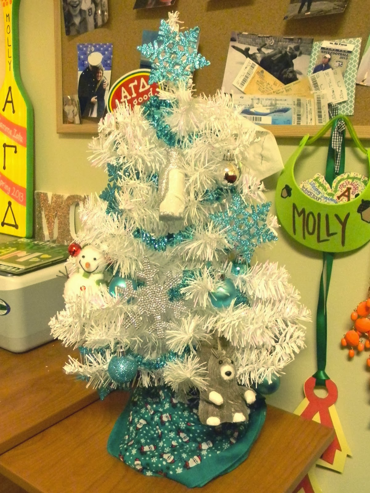 Decorating Ideas > Je Mappelle Molly Dorm Room Decor  Christmas Edition! ~ 231020_Dorm Room Christmas Decorations