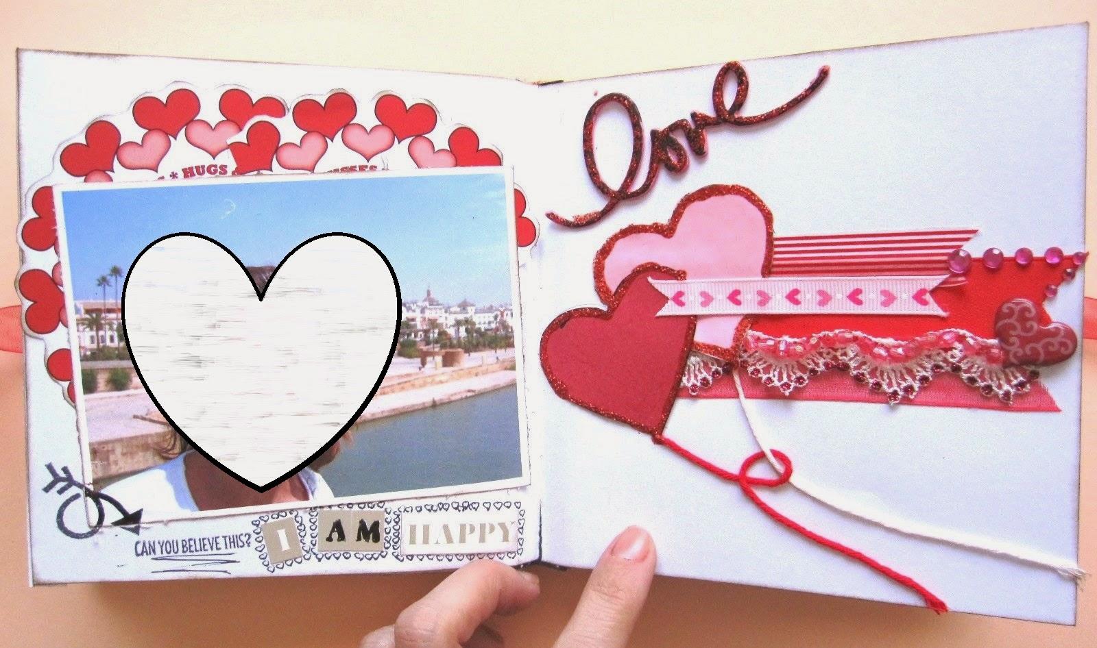 foto 3 decoración interior LOVE mini-álbum a la izquierda foto sobre mat de corazones y a la derecha tarjeta Globos Corazón hecha con superposición de capas, formas y materiales