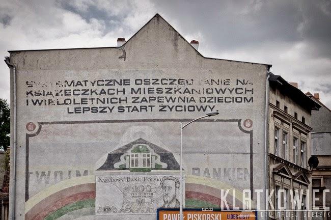 Zielona Góra. Mural z reklamą PKO.