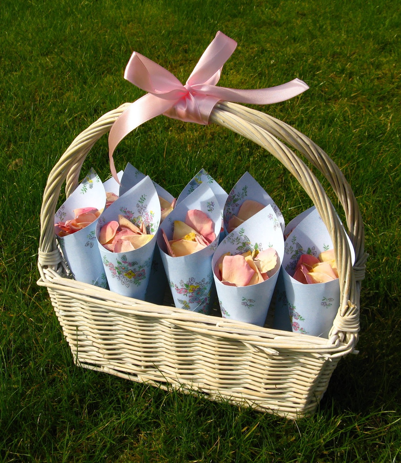 Flower Baskets For Weddings Uk : The confetti choosing your petal tips