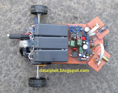 Rangkaian Robot sederhana sensor jarak