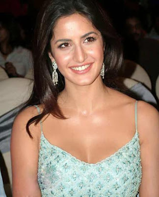 Fighting Of Anushka Sharma and Katrina Kaif For a Makeup Man
