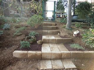 I giardini di carlo e letizia il giardino di claudia e for Mattoni tufo giardino