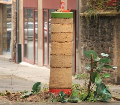 colonne en terre crue_modules en terre crue et modules colorés_street art à rennes