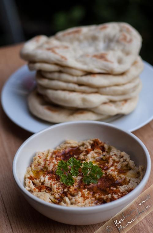Hummus mit Pfannenfladenbrot