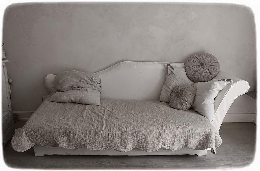 m as vintage vintage sofa. Black Bedroom Furniture Sets. Home Design Ideas