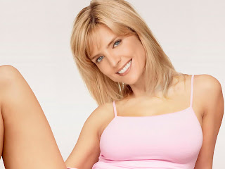 Courtney Thorne-Smith upskirt in Two and a Half Men photosession UHQ
