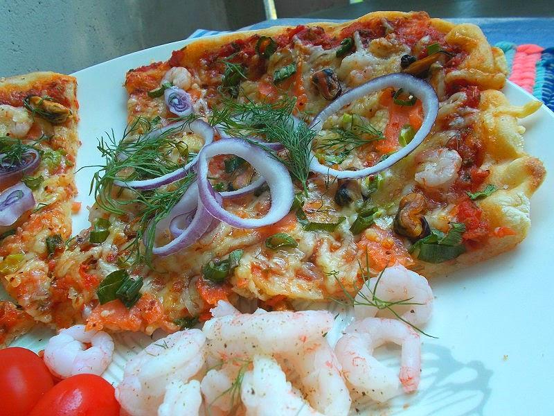 Pizzaa: Kylmäsavulohi & Simpukka & Katkarapu