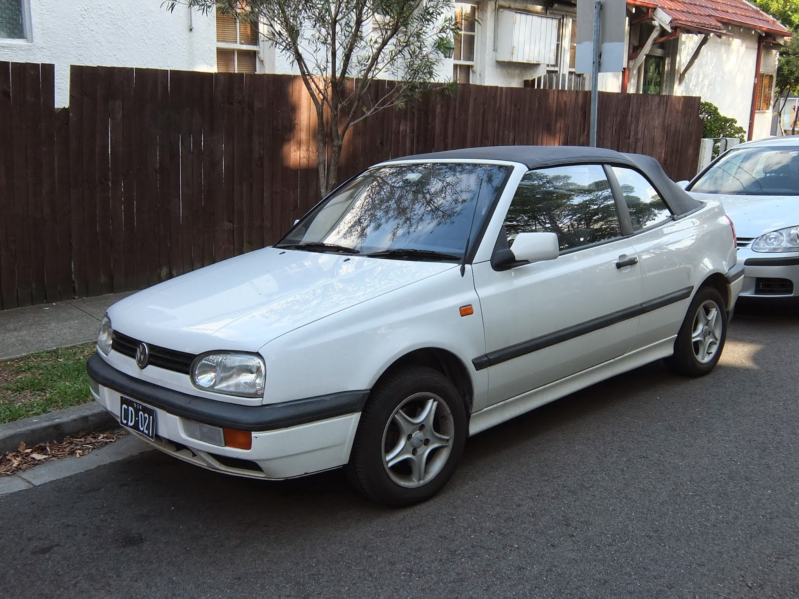 aussie old parked cars 1995 volkswagen golf mk3 cabriolet. Black Bedroom Furniture Sets. Home Design Ideas