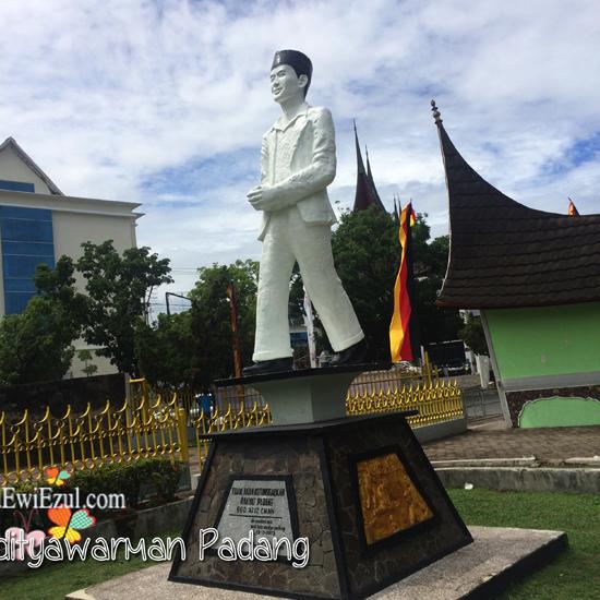 patung Bagindo Azizkan di kota Padang, sebagai Simbol Apa??