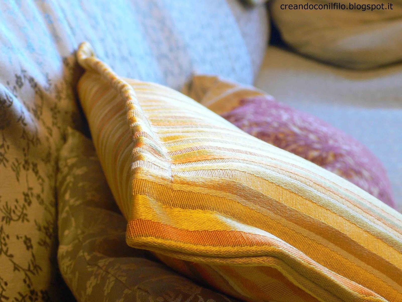 Creando con il filo il cuscino senza cerniera - Nozioni di cucito come ricoprire un divano ...