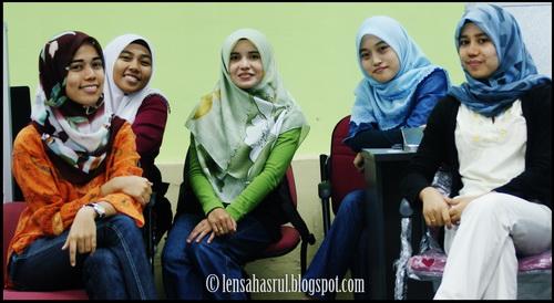 Tips Untuk Memulakan Satu Persahabatan Baru di Kolej/IPT