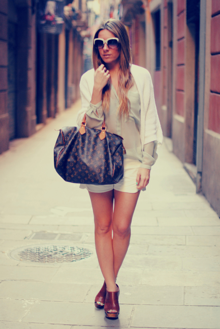 fashion blogger wearing white shorts 2