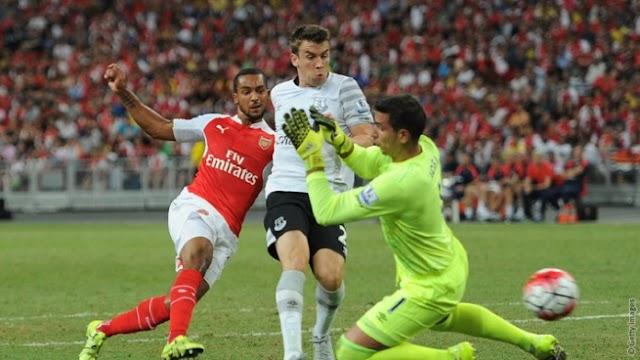 Na estreia de Petr Cech, Arsenal vence Everton e conquista a Barclays Asia Trophy