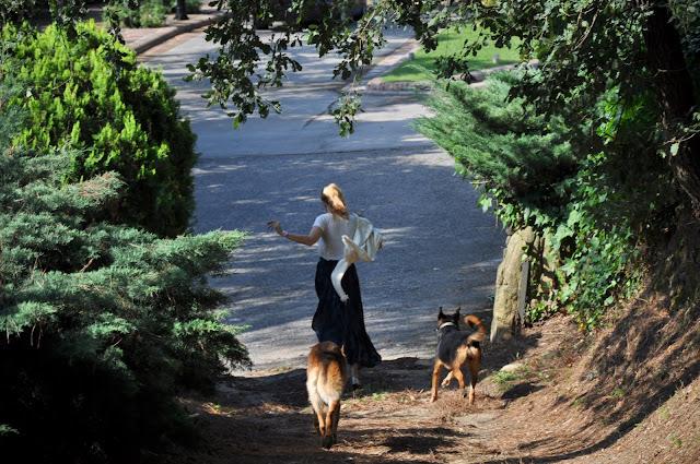 Walking Around-464-mercedesmaya
