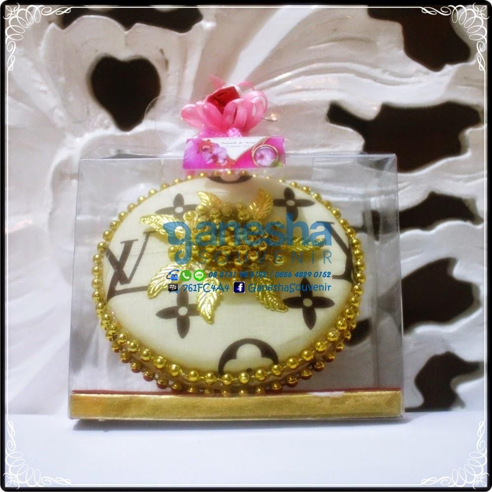 souvenir tutup gelas kuning emas