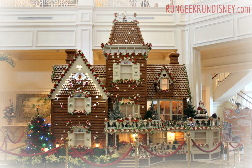 Full gingerbread house view.