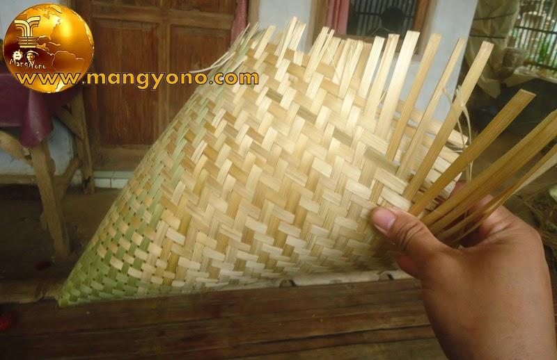 Ini anyaman Aseupan dari bambu dilihat dari luar, bagian atas aseupan belum di wengku atau di lepek