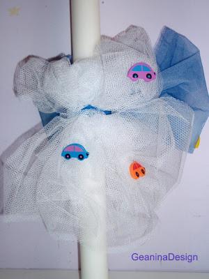 Lumanari de botez cu tul alb si albastru, imagine de detaliu.