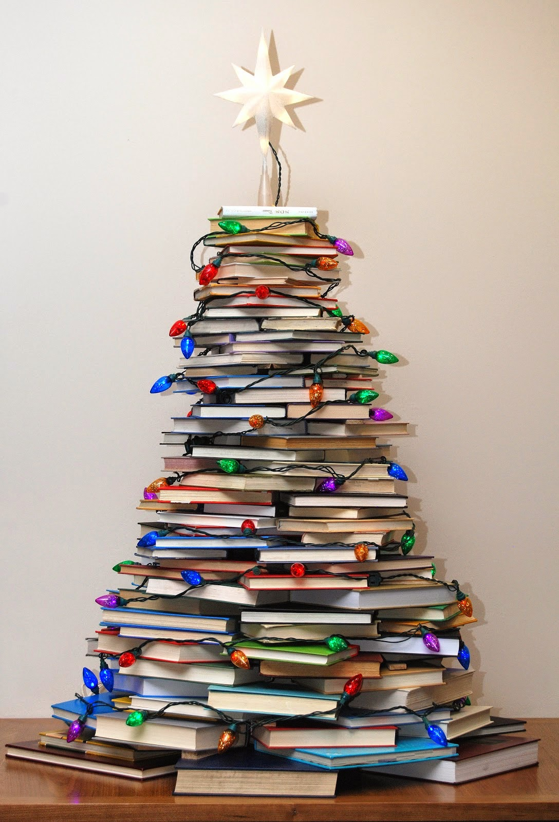 http://verymerryvintagestyle.blogspot.com/2012/12/how-to-make-christmas-tree-with-books.html