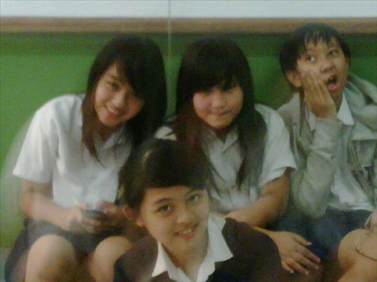 Jeje JKT48 dan teman teman SMPnya