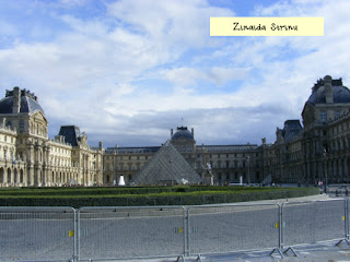 luvru-intrarea-de-la-piramide