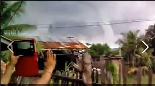 Un grupo de persona hace que desaparesca un tornado solo con oraciones