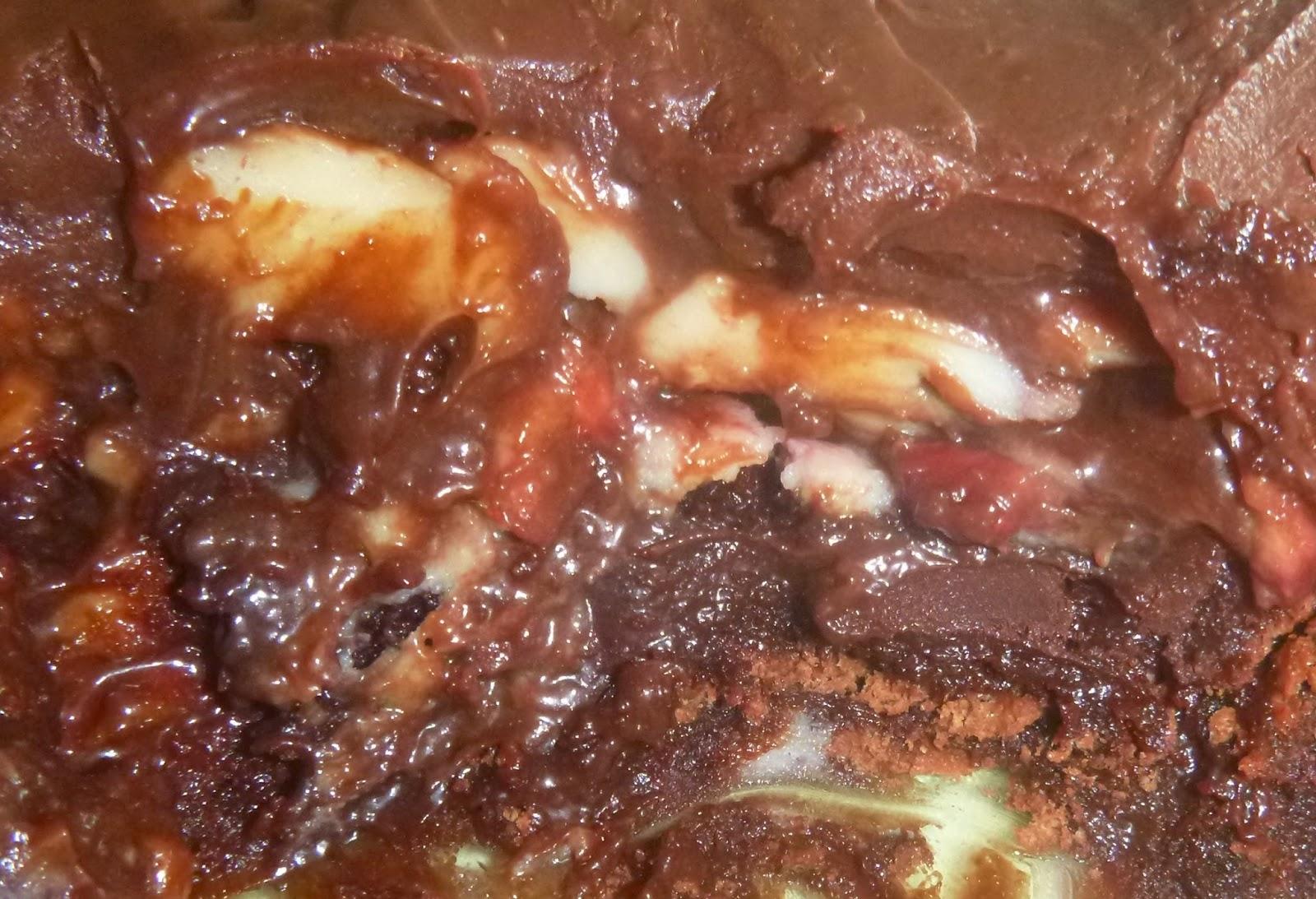 sobremesa de CHOCOLATE; CHOCLATE; MORANGOS; GANACHE