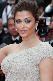 Designers admire Aishwarya's Cannes outfit